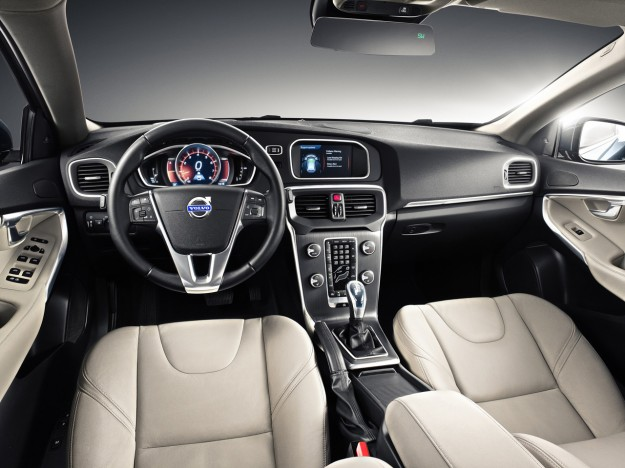 volvo-v40-Cross-Country-interior