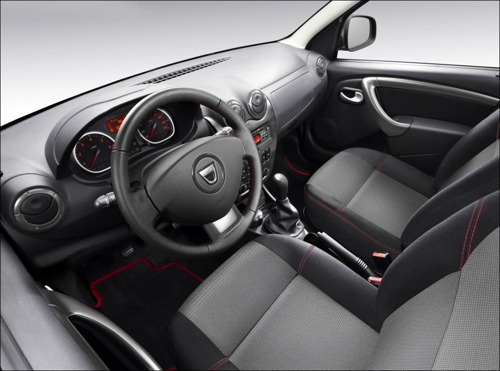 https://motorbash.com/wp-content/uploads/2012/03/Dacia-Duster-Delsey-interiors.jpg