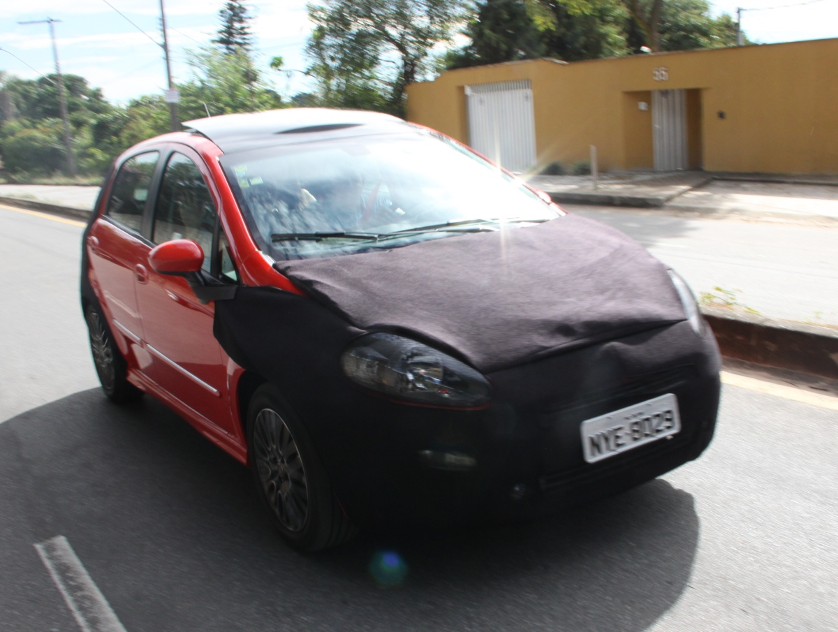scoop fiat punto 2013 caught testing in brazil. Black Bedroom Furniture Sets. Home Design Ideas