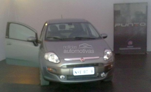 clear image of new 2013 fiat punto surfaces in brazil. Black Bedroom Furniture Sets. Home Design Ideas