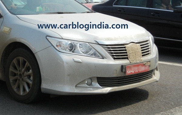 2012_Toyota_Camry_India