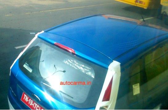 Ford_Figo_Facelift_Spy_Pics_Blue_Color