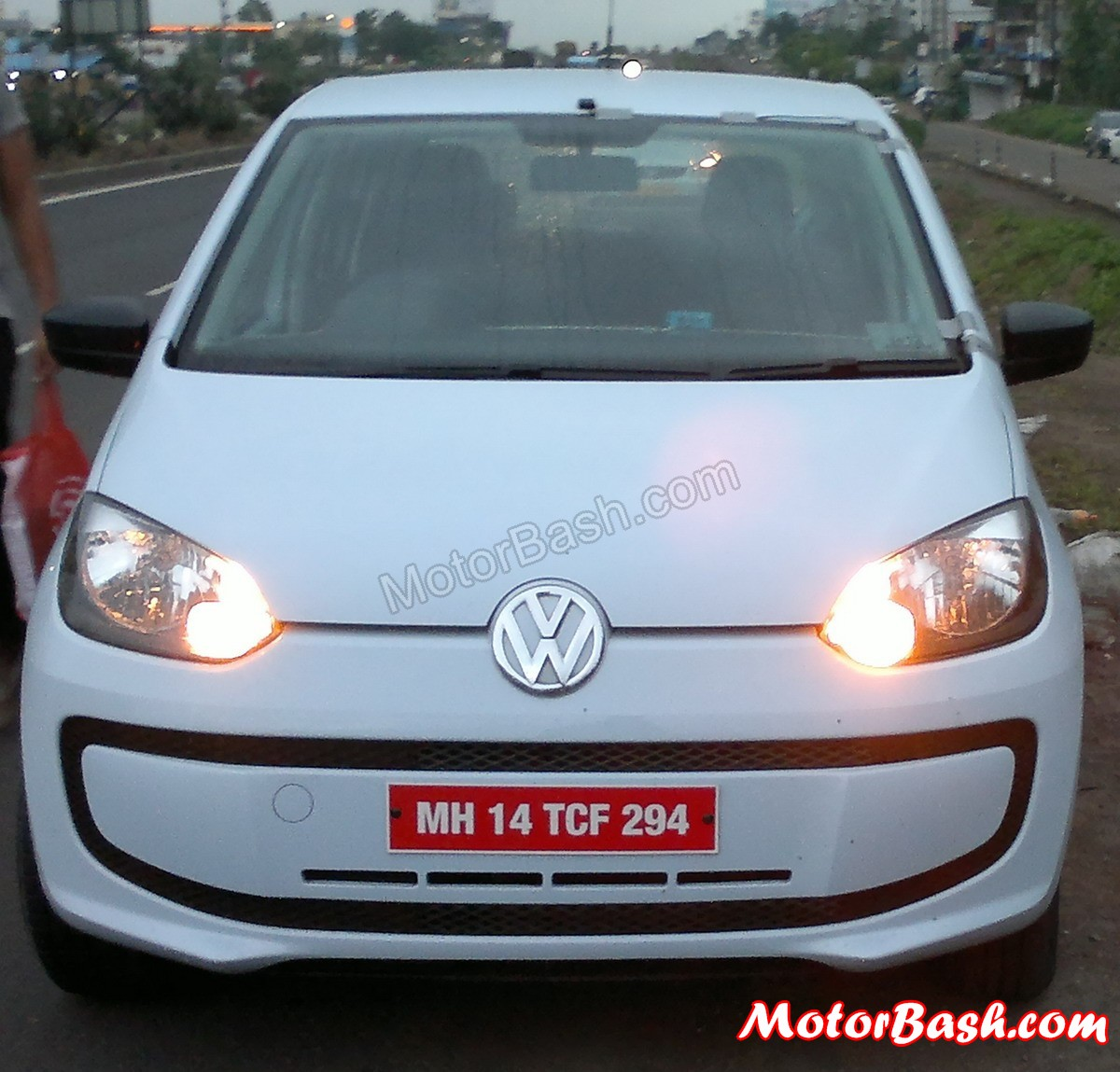 Volkswagen_Up_by_MotorBash