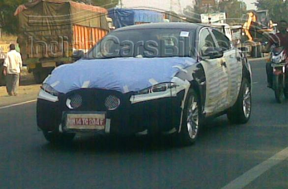 2012-Jaguar-XF-Sedan-Facelift-Spyshot