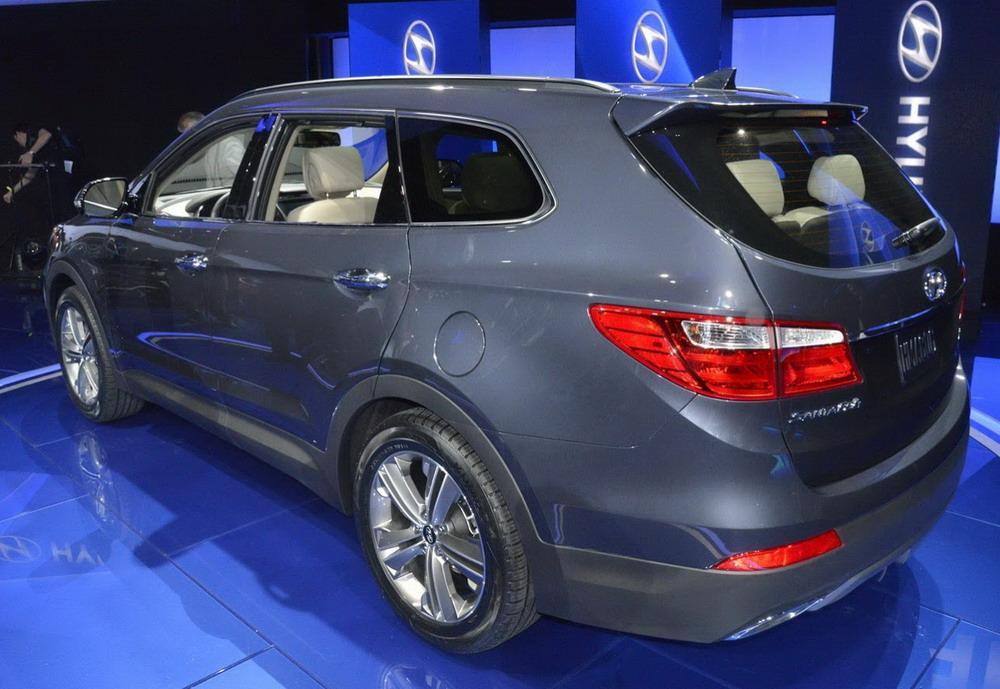 2013-Hyundai-Santa-Fe-7-Seater