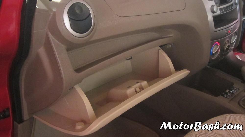 checrolet sail sedan interior pics 4. Black Bedroom Furniture Sets. Home Design Ideas