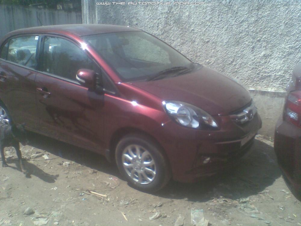Honda-Amaze-Maroon (4)