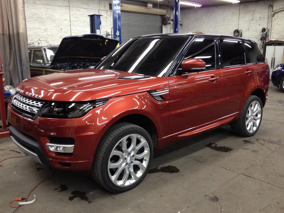 here are completely revealing pics of 2014 range rover sport. Black Bedroom Furniture Sets. Home Design Ideas