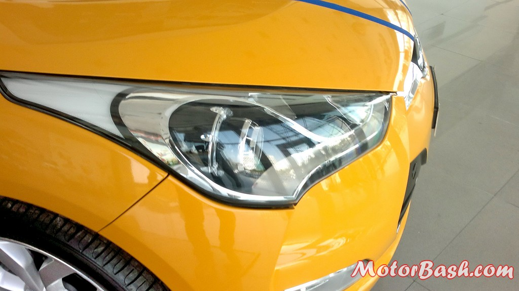 Hyundai-Veloster-India_17