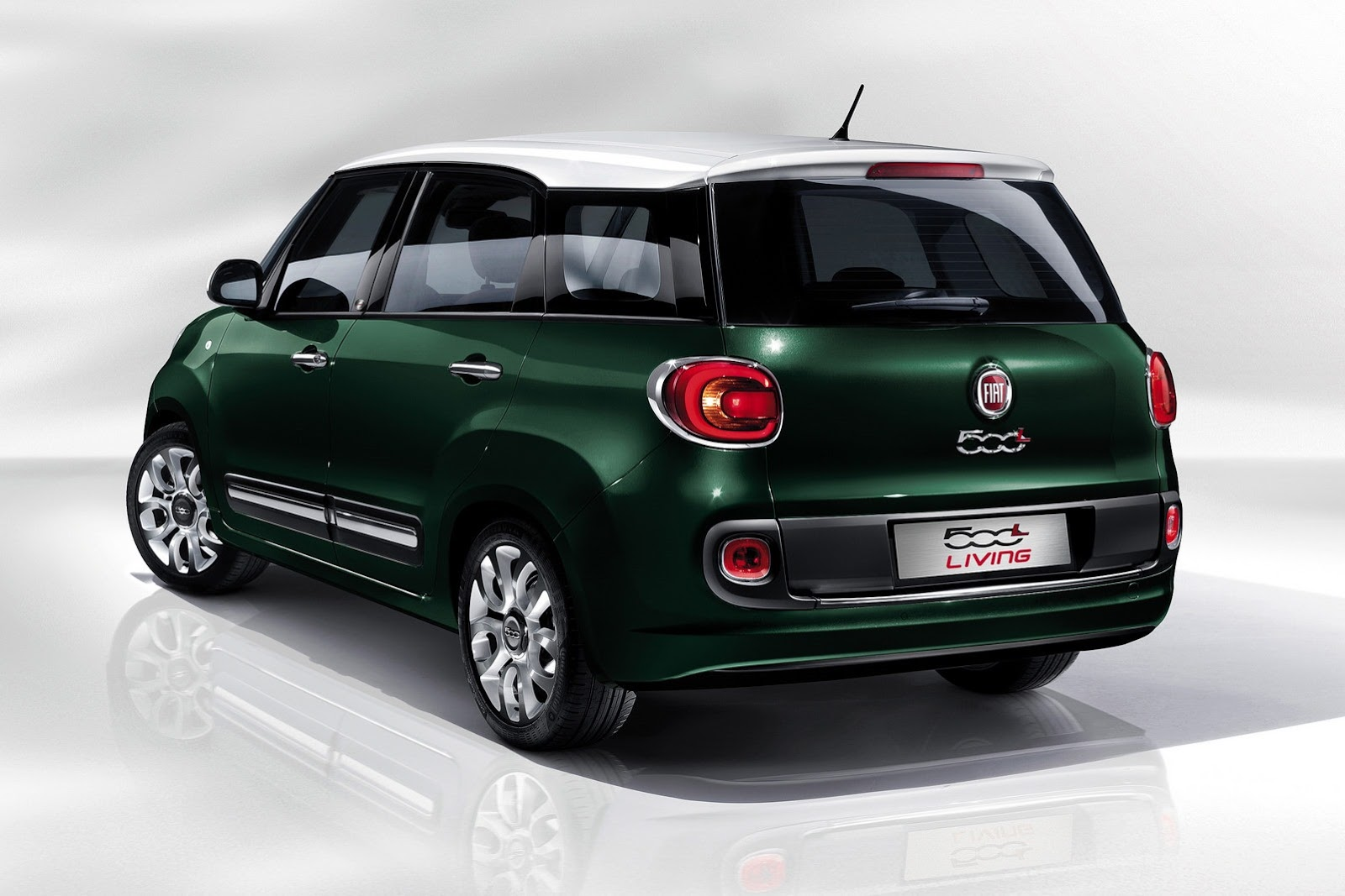 India Bound Fiat S 7 Seater Mpv Launched Called 500l Living