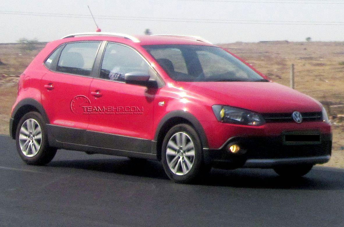 clear spyshots of volkswagen cross polo gets 1 6l tdi vento motor for duty. Black Bedroom Furniture Sets. Home Design Ideas