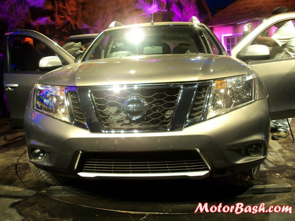 Nissan-Terrano-Unveiling-Pics (25)