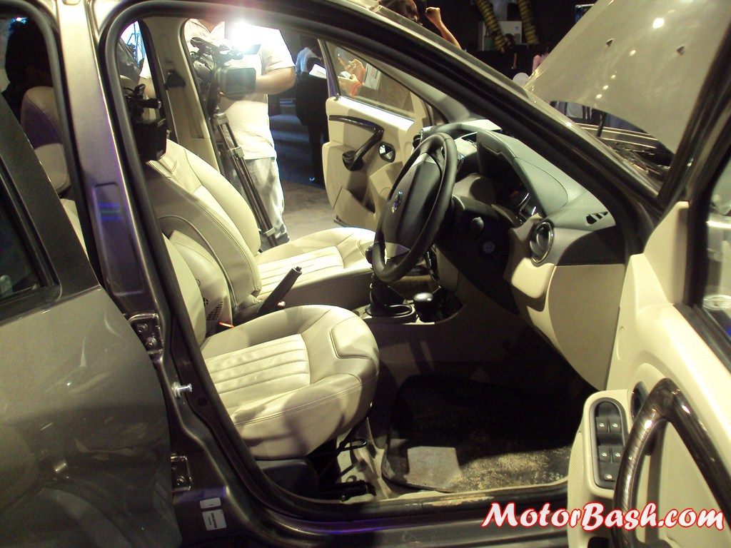 Nissan-Terrano-Unveiling-Pics (31)