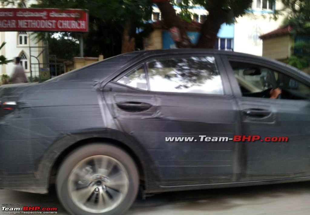 New-2014-Toyota-Corolla-India-Spy-Pic (2)
