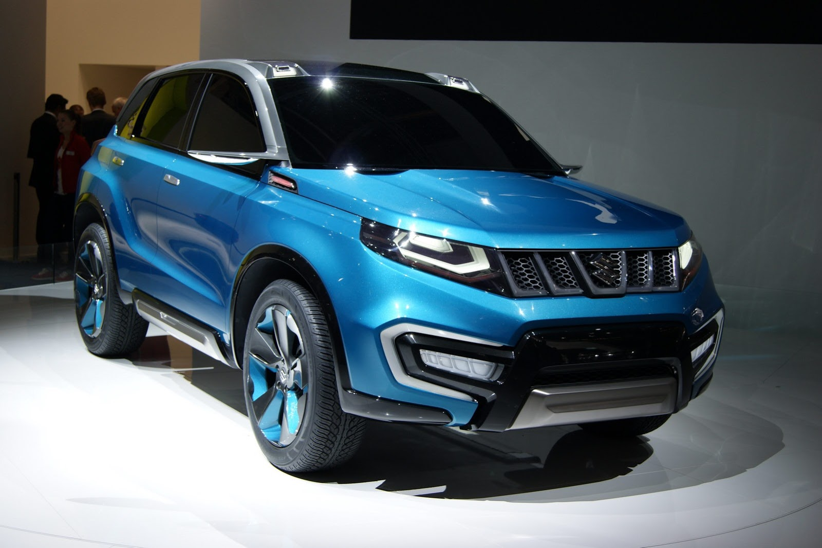 suzuki iv 4 compact suv concept unveiled at frankfurt. Black Bedroom Furniture Sets. Home Design Ideas