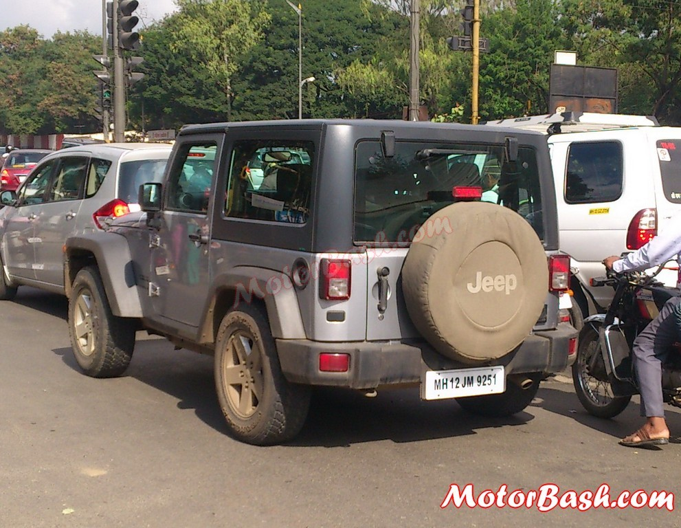 Black Jeep Cherokee Upcoming 2-Door & 4-Door Jeep Wrangler Spied in India ...
