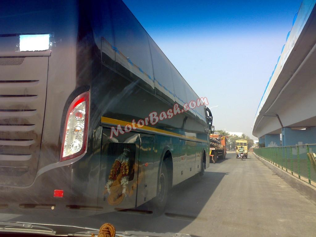 Mahindra-Rear-Engine-Bus (3)