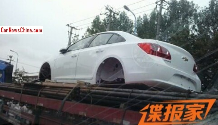 chevrolet-cruze-facelift-spotted-in-china-rear
