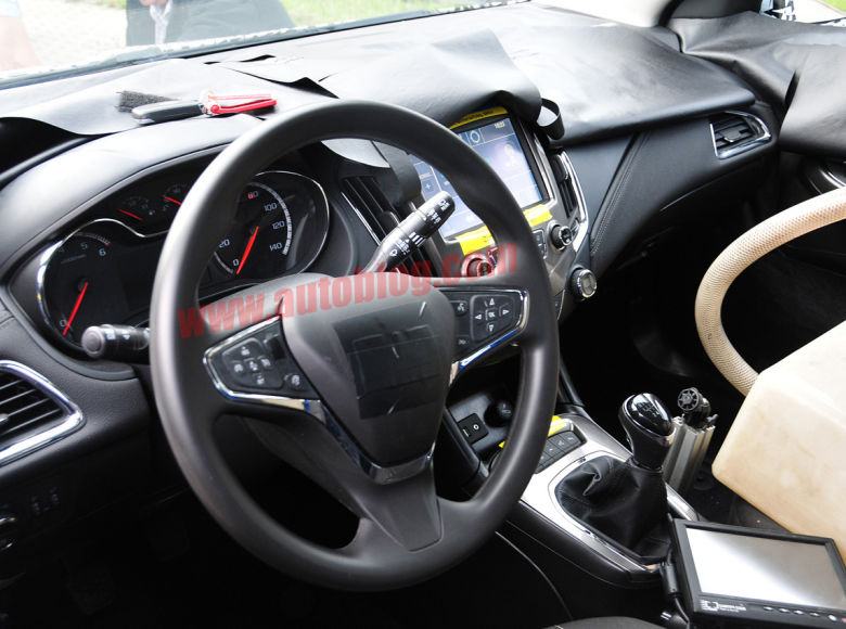 chevrolet-cruze-spy-shots-interior