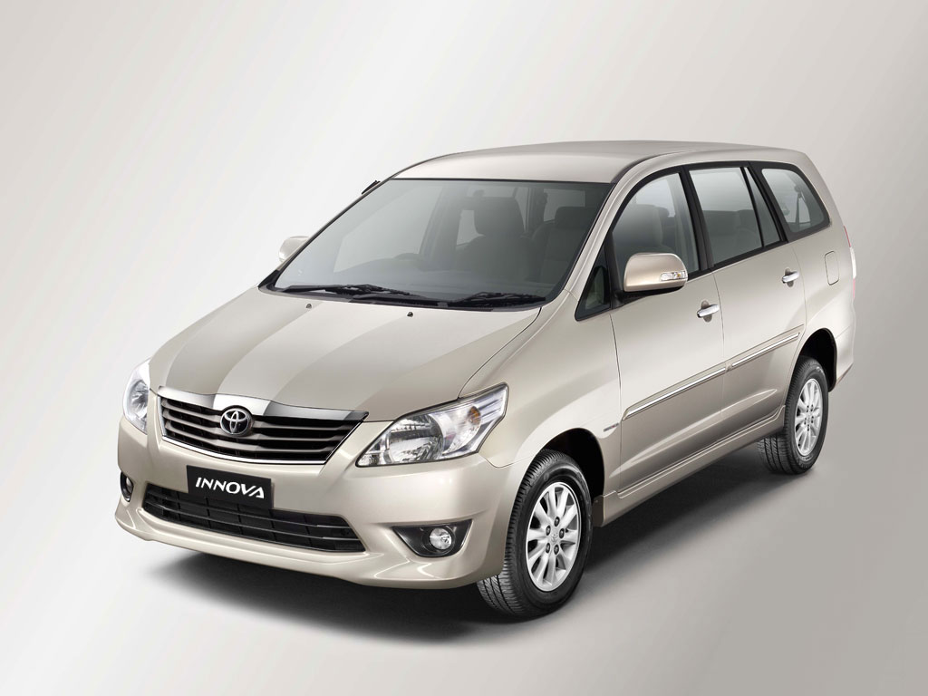Innova Facelift Launched Brochure Pics Price Amp Details