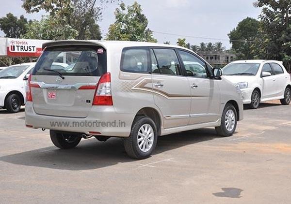 new_innova_facelift-rear
