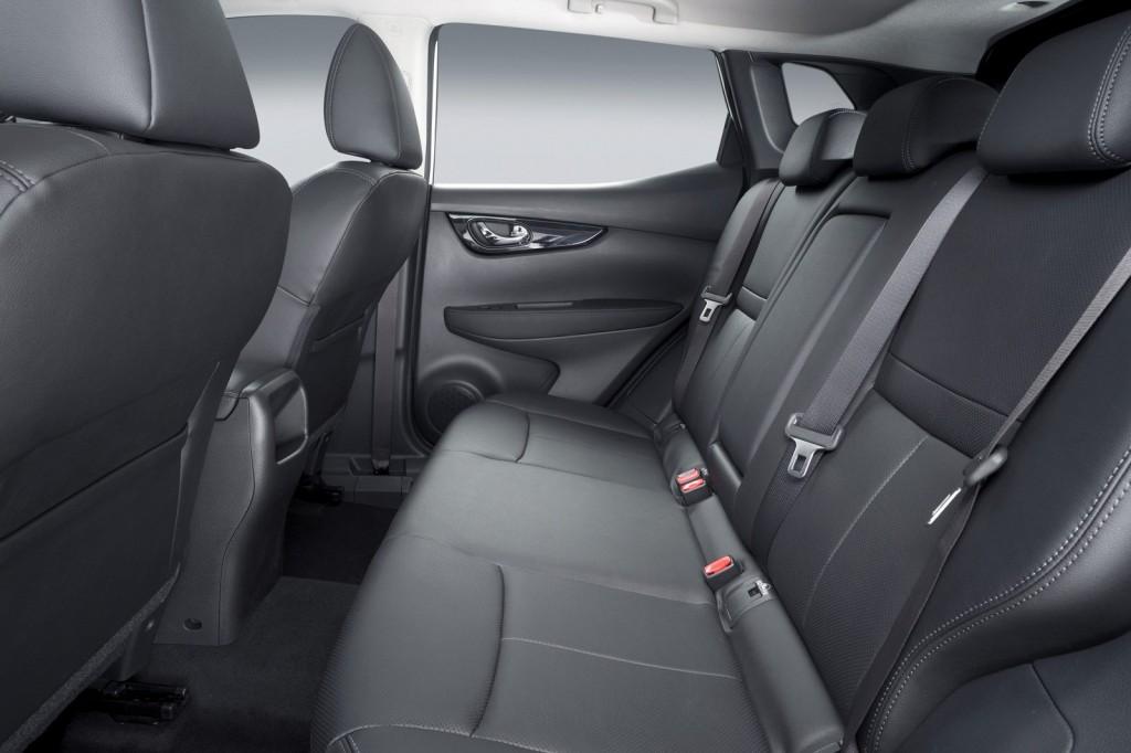 2014-Nissan-Qashqai-Rear-Seats