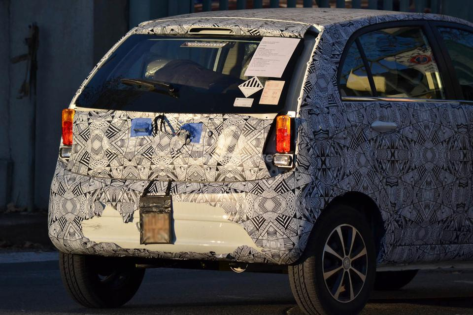Tata-Vista-Facelift-Spied-in-Italy