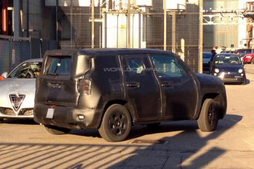 Jeep-Entry-Level-Crossover-Jeepster-spied-side