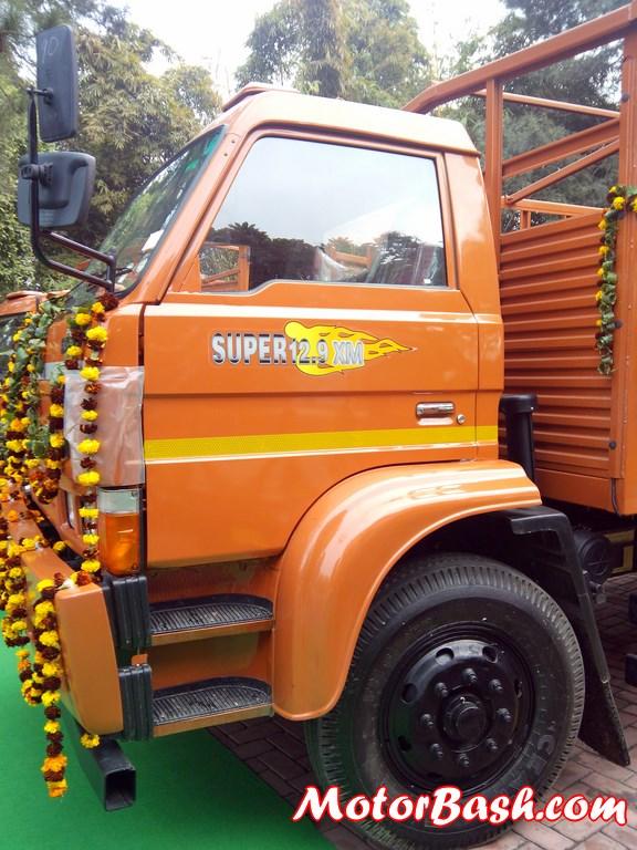 sml-isuzu-xm-truck-launch-price-pic (1)