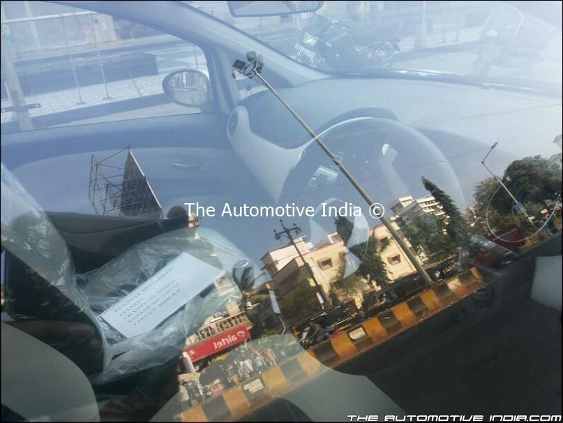 2014-Fiat-Punto-facelift-India-Spy-Pics-dashboard