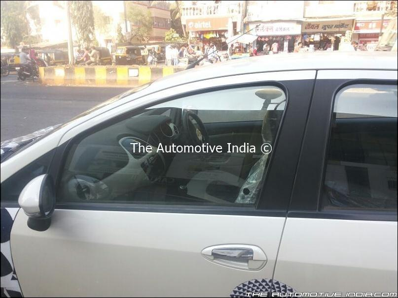 2014-Fiat-Punto-facelift-India-Spy-Pics-interiors