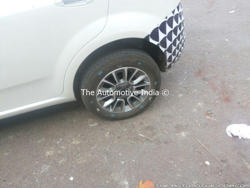 2014-Fiat-Punto-facelift-India-Spy-Pics-tyre