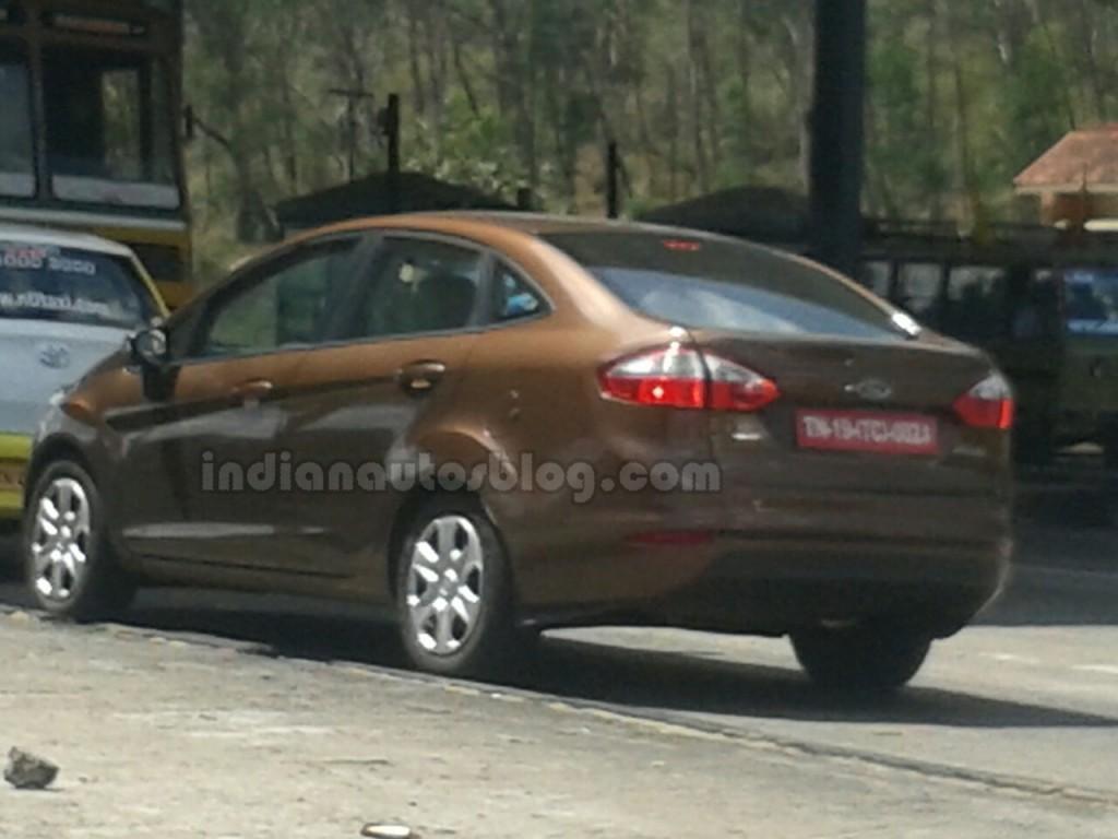 2014-ford-fiesta-facelift-spy-pics-india-rear