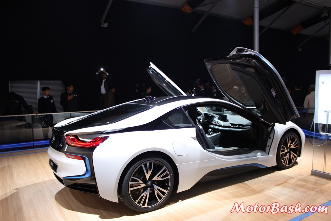 fusion auto expo bmw unveils gorgeous i8 launch this year pics details. Black Bedroom Furniture Sets. Home Design Ideas