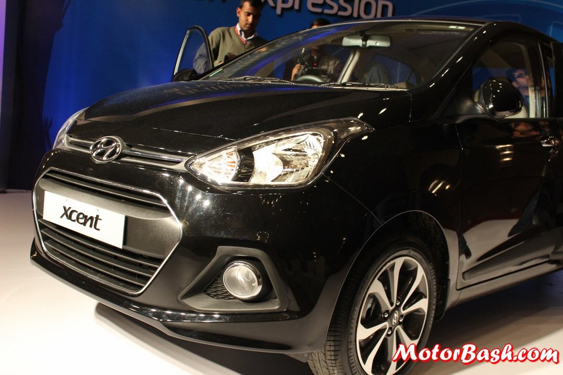 Hyundai-Xcent-Pics-headlamp-black