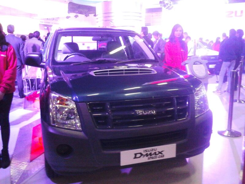 Isuzu-D-Max-Space-Cab-at-Auto-Expo