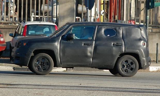 Jeep-B-SUV-Laredo-Spied-in-Italy