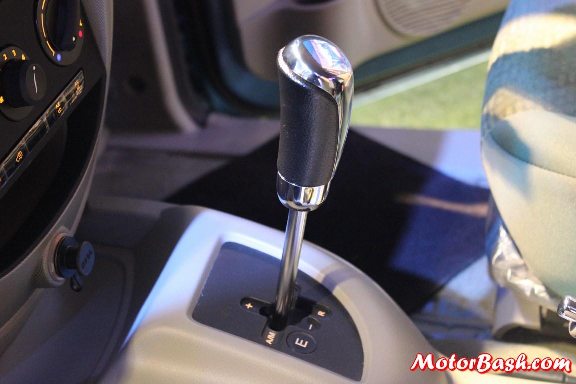 Mahindra-Quanto-AMT-autoshift-lever