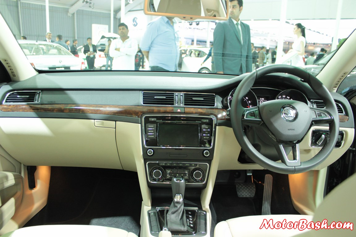 New-Skoda-Superb-facelift-Pics-dashboard