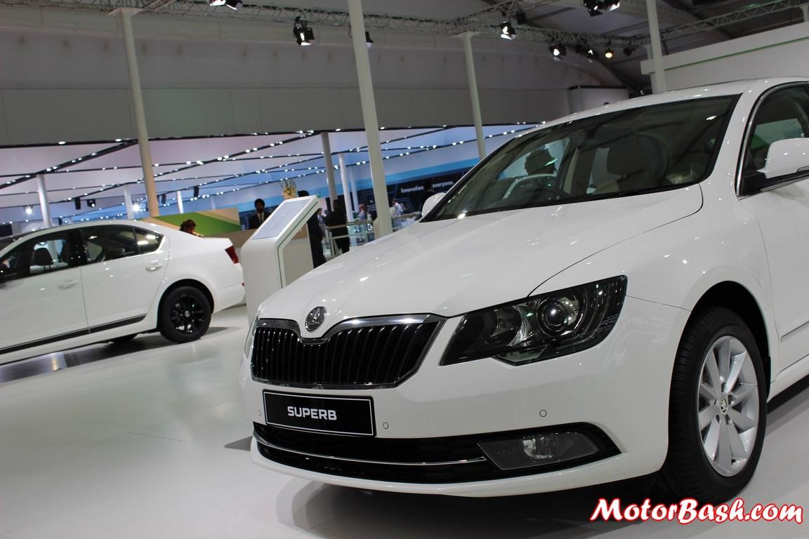 New-Skoda-Superb-facelift-Pics-front-white