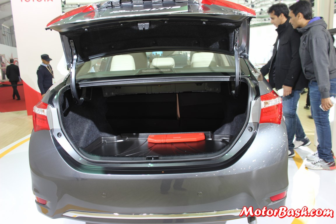 Rav4 Trunk Space >> Toyota corolla boot space