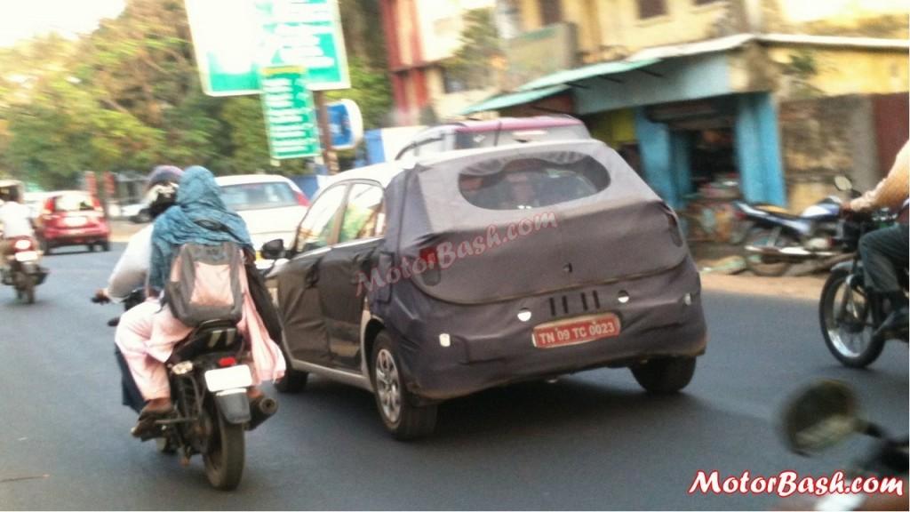 Next-Gen-2015-Hyundai-i20-Spy-Pic-India-traffic