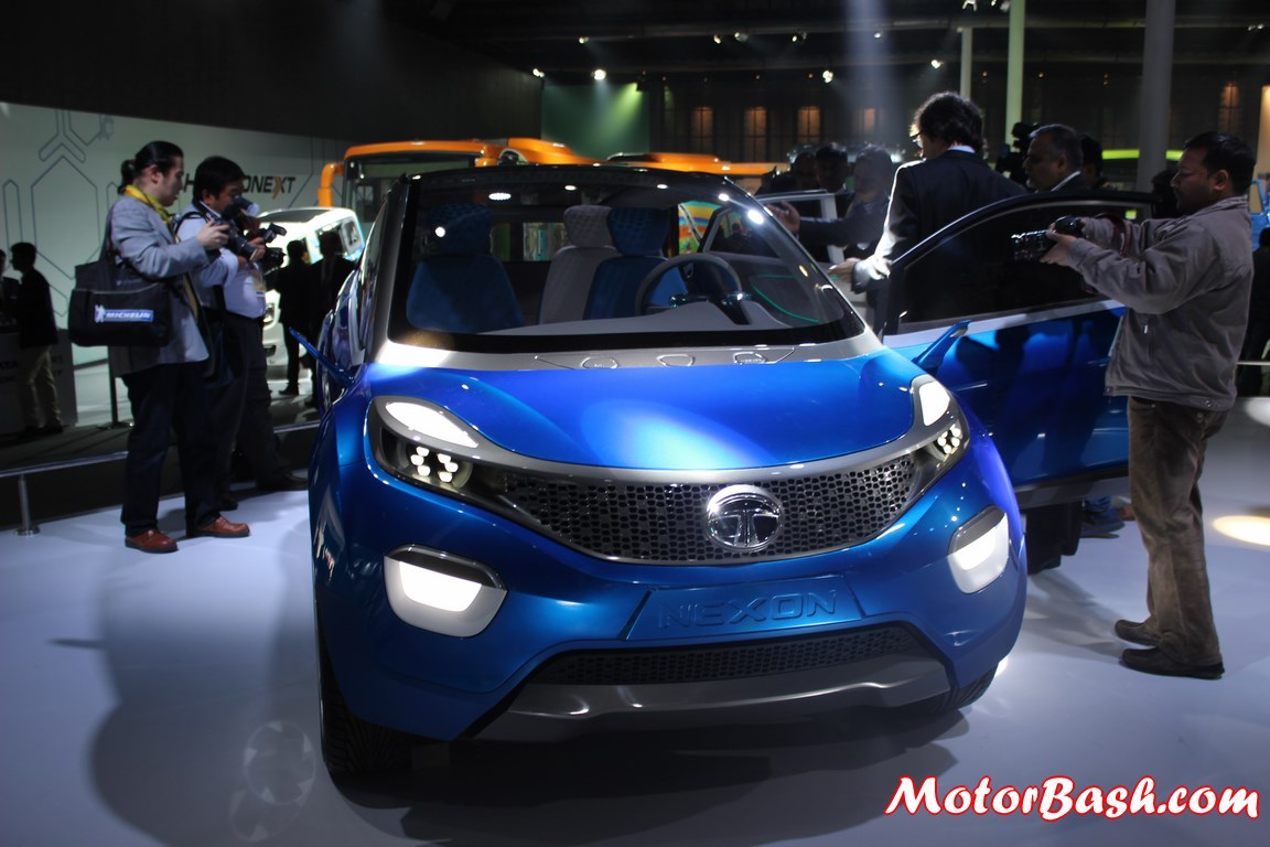 Tata-Nexon-Compact-SUV-Pic-headlights