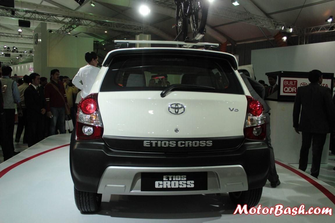 Toyota-Etios-Cross-Pics (3)