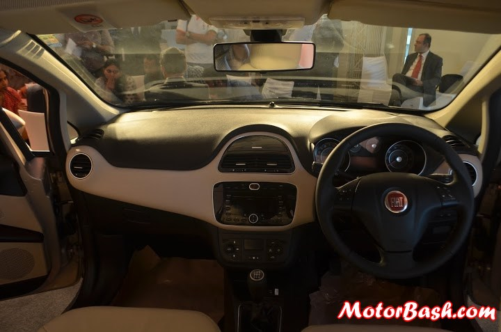 2014-Fiat-linea-launch-interiors