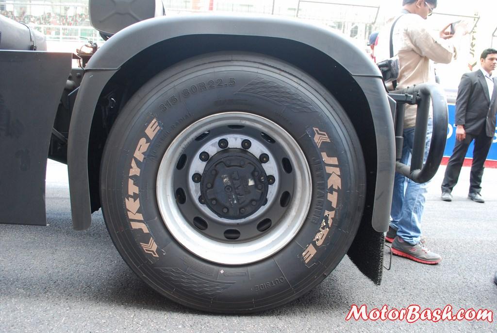 JK-Tyre-Jetracing-Truck-Racing (1)