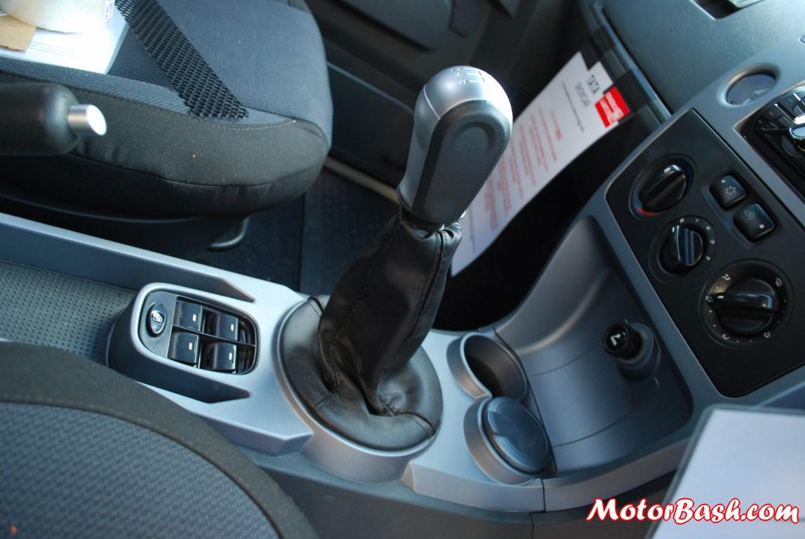 Tata-Xenon-Tuff-Truck-Pics-gear-knob