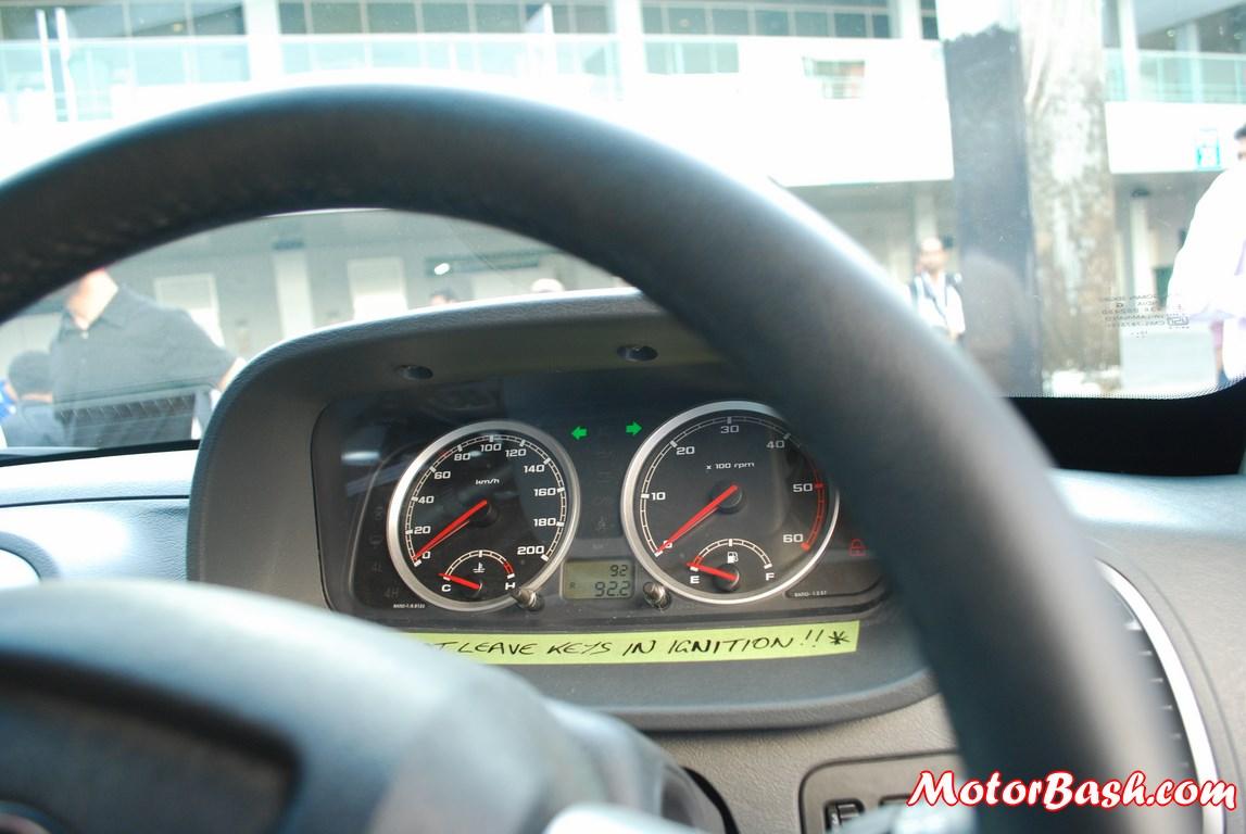 Tata-Xenon-Tuff-Truck-Pics-speedo-console