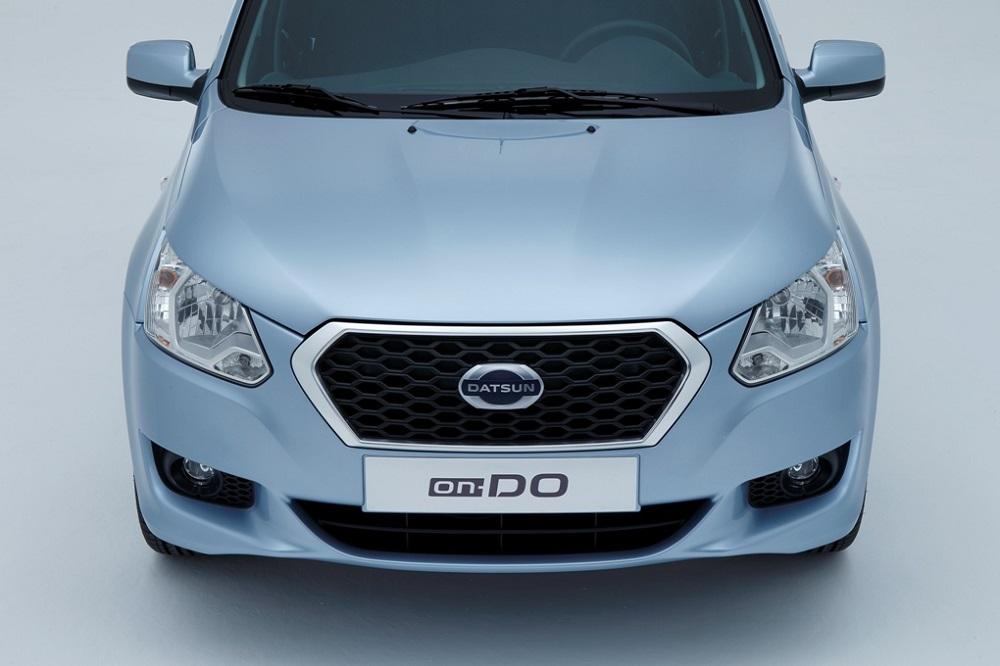 Datsun-onDO-Pics-headlamps-grille