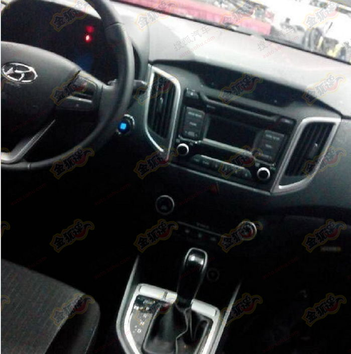 Hyundai-ix25-compact-suv-interiors